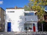 2 bed Detached house in Spears Road, Islington...