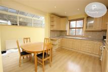 Flat to rent in Courthope Road...