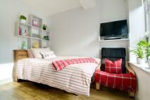 Studio apartment in HIGH STREET, Southampton...
