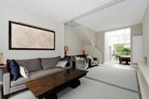 3 bedroom Flat in Fitzroy Road...