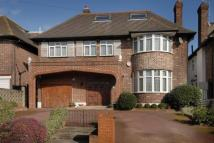 5 bedroom Detached house in Chessington Avenue...
