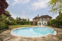 5 bedroom Detached property in Holne Chase...