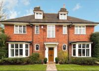 5 bed Detached house in Hampstead Way...