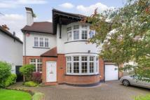 4 bed property in Windermere Avenue...