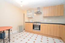Town House to rent in Lawrence Close, Mile End...