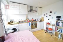 Flat to rent in Hackney Road...