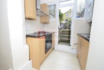 Flat to rent in Sach Road, Upper Clapton...