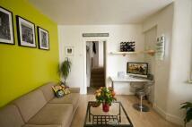 Flat to rent in Upper Clapton, Hackney...