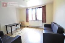 3 bed Flat to rent in Warwick Grove...