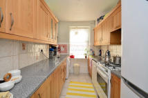 Ground Flat to rent in Stoke Newington, Hackney...
