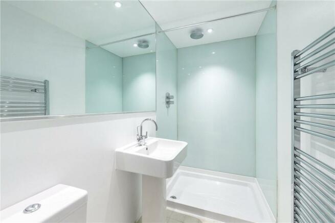 Islington: Shower