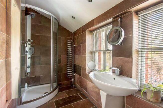 N1: Shower Room