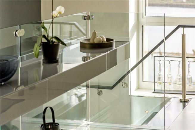 N4: Staircase