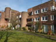 2 bed Flat in Roskeen Court...