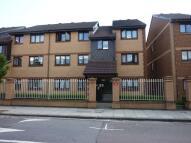 Flat to rent in Pelham Road, Wimbledon...