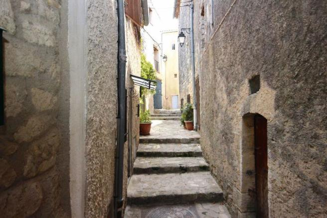 Access by the ruelle