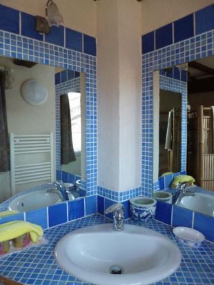 bathroom for bed 3