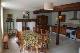 Longere - Kitchen -