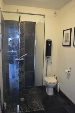 3rd Shower Room