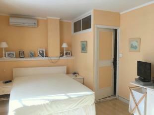 Bedroom 4 (1) door