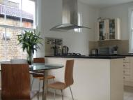 Flat to rent in Barons Court Road...