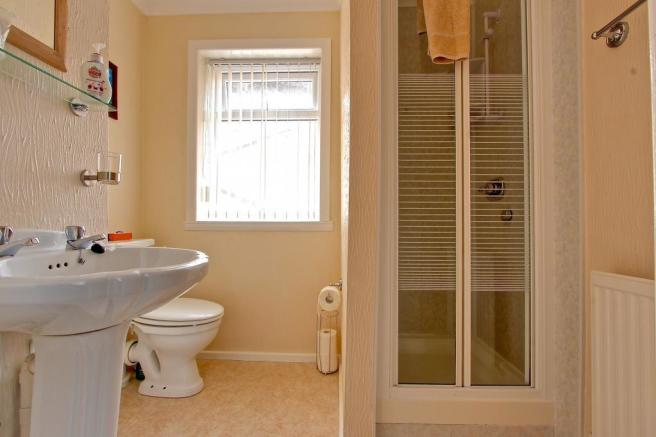 Bathroom (Ensuite to Family Bedroom 10)