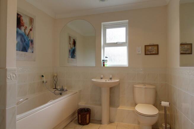 Bathroom (Family bathroom)
