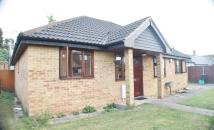 2 bedroom Detached Bungalow in Sonia Gardens, Heston