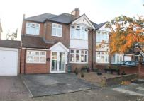 4 bed property in Roxborough Avenue...