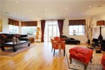 5 bedroom Detached house in Sheen Road, Richmond...