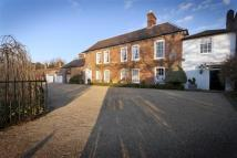 6 bedroom Link Detached House in Hadley Green Road...