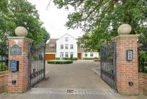 7 bed Detached house in Beech Hill, Hadley Wood...