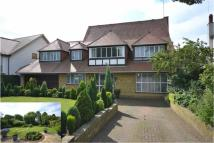 5 bedroom Detached house in Waggon Road, Hadley Wood...