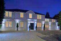 6 bed Detached home in Crescent East...