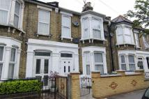 4 bed Terraced house in Warren Road, London