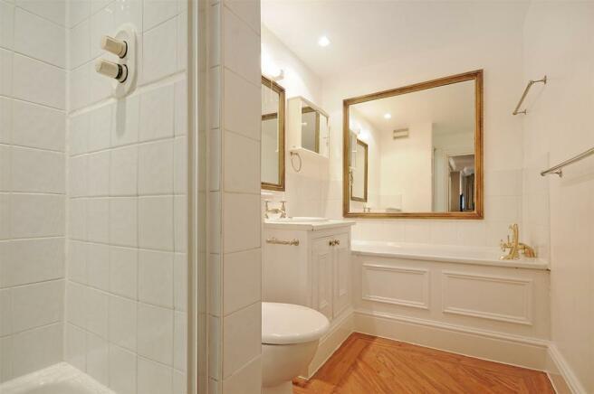 HHFJ bathroom 1.jpg