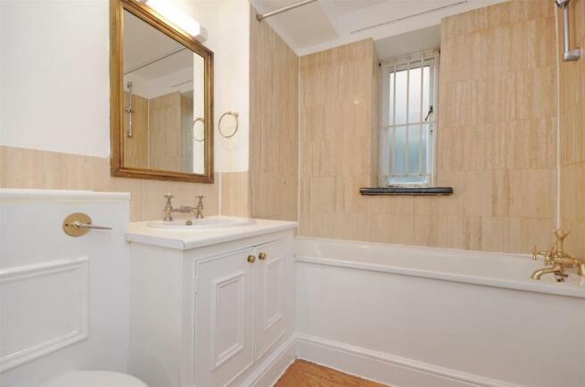 HHFJ bathroom 2.jpg