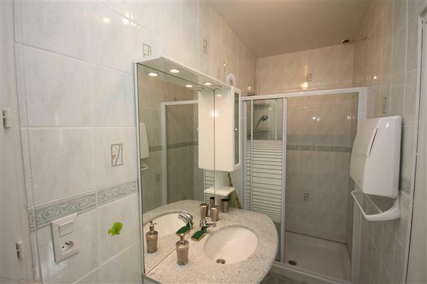 Bathroom/Salle de Bain gite 1