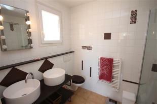 Bathroom/Salle de Bain