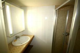 Bathroom 2/Salle de Bain 2