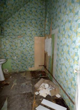 Apt 2  Bathroom/Salle de Bain