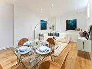 Flat to rent in Kennington Road, London...