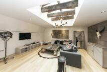 2 bedroom Flat to rent in Pont Street