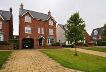 4 bed Detached house in Cardinal Close...