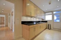 3 bedroom Flat in Stafford Court...