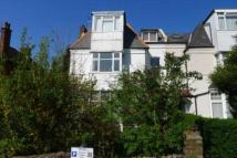 Flat to rent in Woodside Park Road...