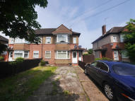 2 bed Ground Maisonette in Shakespeare Avenue, Hayes