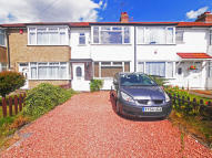 3 bed Terraced house to rent in Floriston Avenue...