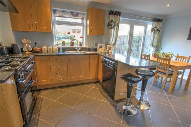 Kitchen/Dining Room: