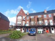 Town House to rent in HUNTINGTON CRESCENT...